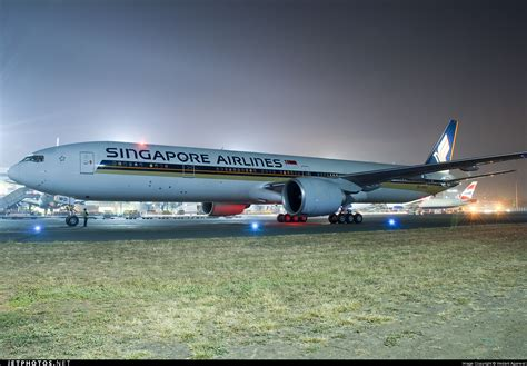 Air Singapore singapore airlines boeing 777 wing catches