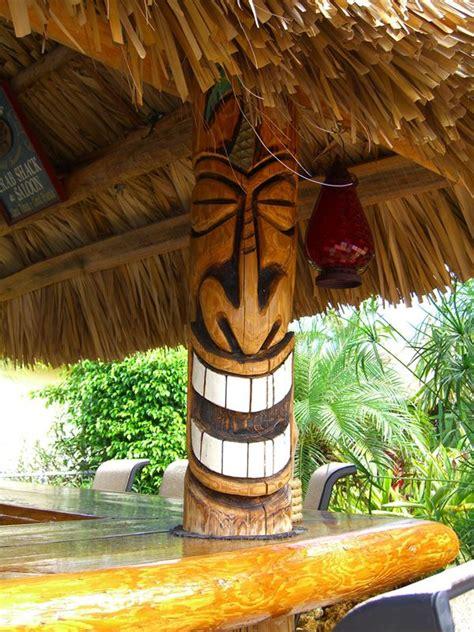 hutte tropicale tropical tiki palm hut tiki skulptur