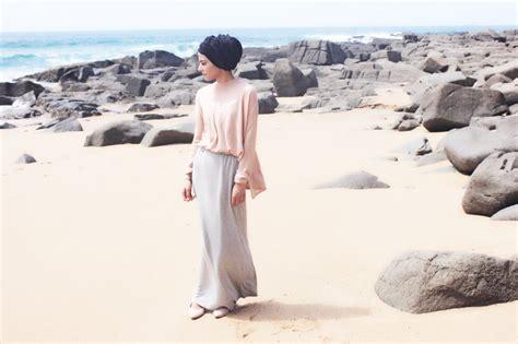 Celana Untuk Ke Pantai pakai ke pantai gak masalah cek 6 tips til modis di pantai untuk para hijabers