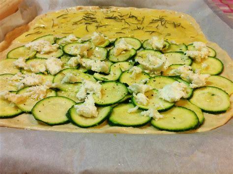 gusti pizza fatta in casa pizza 2 gusti con patate zucchine e mozzarella golosi