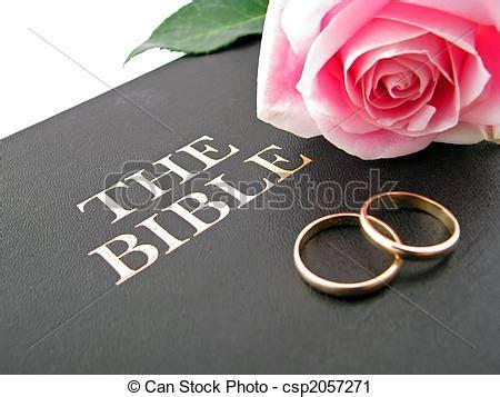 Wedding Rings On Bible Picture by Stock De Fotograf 237 A De Rosa Biblia Anillos Uno Rosa