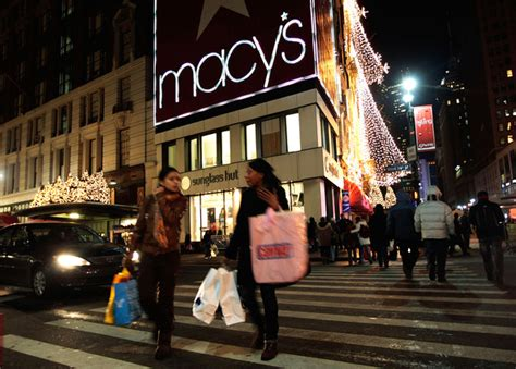 macy s flagship store stays open 24 hours on last shopping