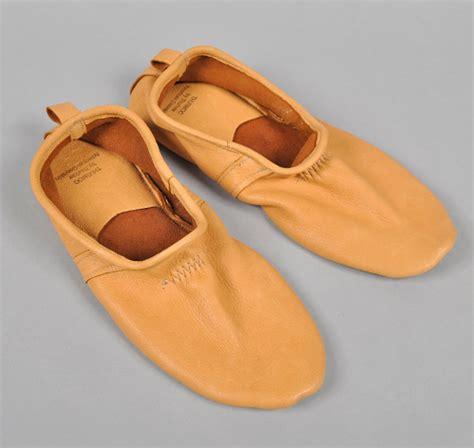 deerskin slippers thurmocs american deerskin slippers hickoree s
