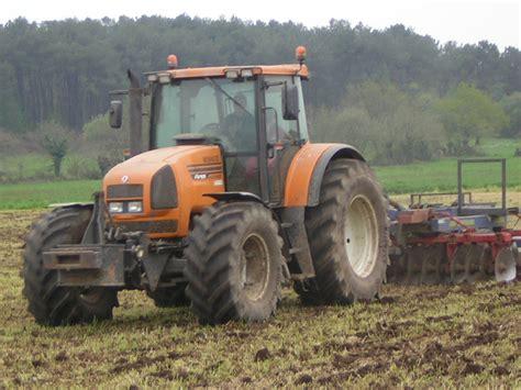 1409559998 les tracteurs complete la avis ares 825 rz de la marque renault tracteurs agricoles