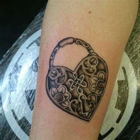 tatuaggi cuore con lettere tatuaggi a forma di cuore con lettere 28 images 1001