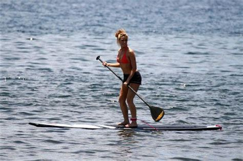 Garner Paddles A Surfboard by 18 Best Sup Images On Paddleboarding