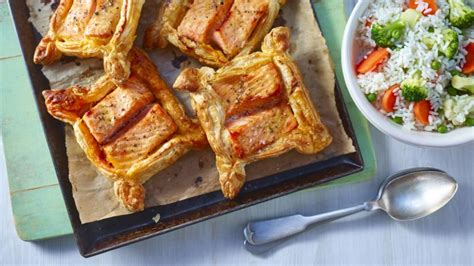 Reader Recipe Salmon With Puff Pastry And Pesto by Food Recipes Pesto And Salmon Parcels
