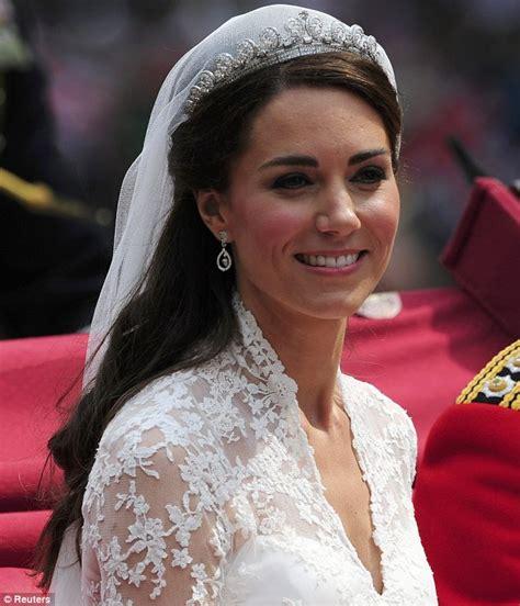 Kate Middleton Wedding Hair Tutorial | tutorial to kate middleton s half up hairstyle daily