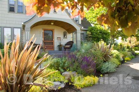 front yard veggies article in gardening magazine
