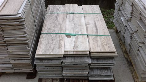 stock piastrelle effetto legno stock piastrelle effetto legno fioriera con grigliato