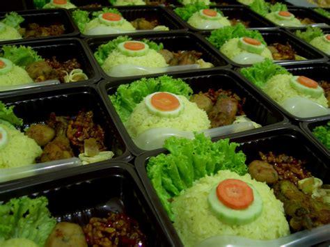 Box Nasi Bento kuenya najmina nasi kuning ala bento