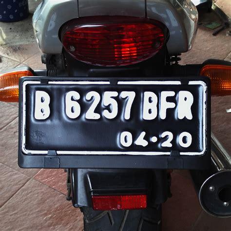 Tatakan Plat Nomor Motor Astra Tebal Plat Nomor Kotak Exclusive jual tatakan atau dudukan plat nomor motor outerglows