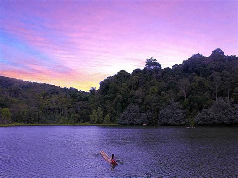 tempat wisata di cirebon nan memikat klikhotel com danau lingkat fenomena danau keramat nan memikat tempat