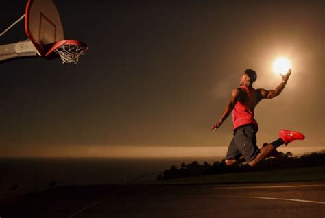 anthony davis juega al baloncesto  el sol