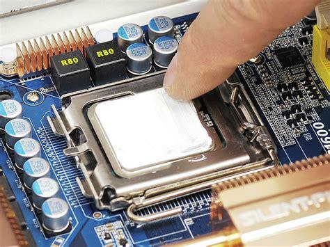 Was Ist Ein Sockel by Computer Prozessor In Einen Pc Einbauen Computer Bild
