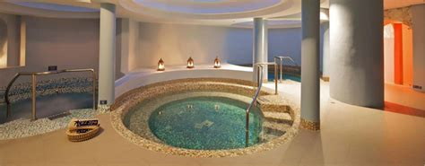 hotels in cleveland with tub in room iberostar suites