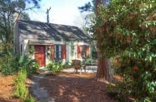 tiny cabin rentals tiny cottage vacation rental in savannah georgia