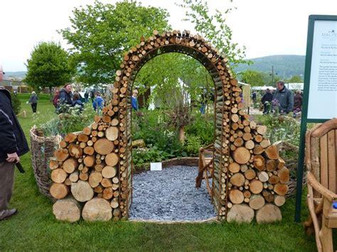 Wood Garden Decor 25 Fabulous Garden Decor Ideas Home And Gardening Ideas