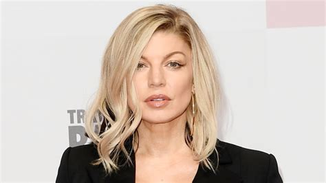 Get A Hair Makeover At Instylecom by We Can T Get Fergie S Silver Hair Instyle