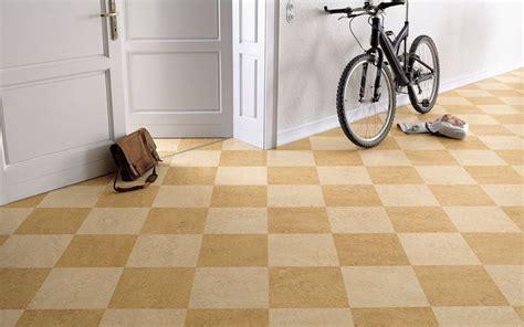 linoleum piastrelle pavimenti linoleum piastrelle per casa vantaggi dei