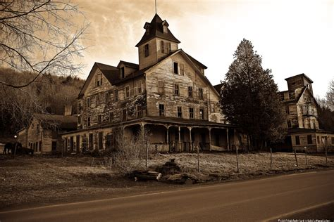 creepy house a haunted house funny quotes quotesgram