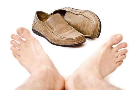 stop slippers smelling causes of shoe odor and how to get rid of smell in shoes