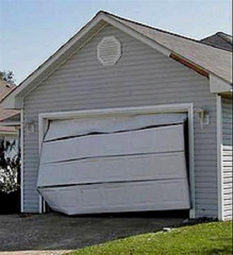 Garage Door Jammed Shut Puertas De Garaje Averiadas Tel 233 Fono 646 10 30 46