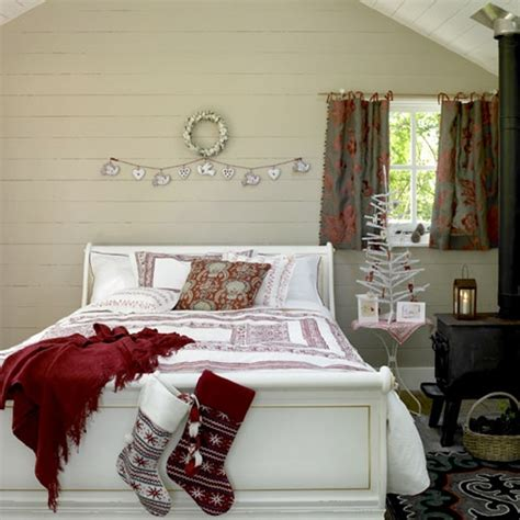 32 Adorable Christmas Bedroom D 233 Cor Ideas Digsdigs Decoration For Bedrooms
