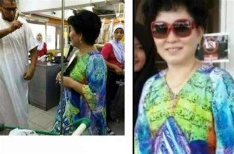 wanita etnis tionghoa malaysia pakai baju lecehkan alquran