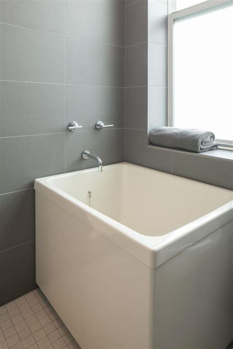 Tiny Bathtubs by Best 25 Japanese Soaking Tubs Ideas On Small