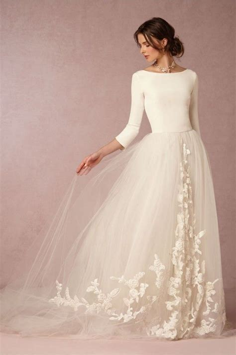 This contemporary gown is perfect for a modern bride