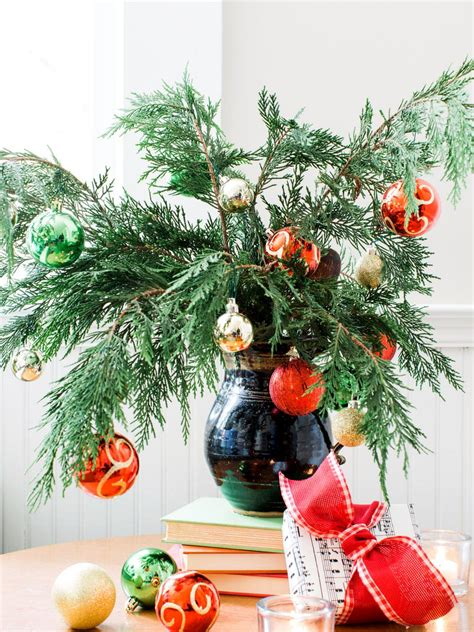 10 holiday decorating ideas for small spaces hgtv 10 easy last minute holiday decorating ideas to do today