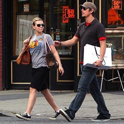 Josh Hartnett And Johansson And Make Up by джош хартнетт и его жена тэмсин эгертон и двое детей