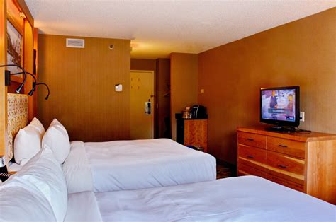 inn standard room standard hotel room banff ptarmigan inn banff hotel banff inn