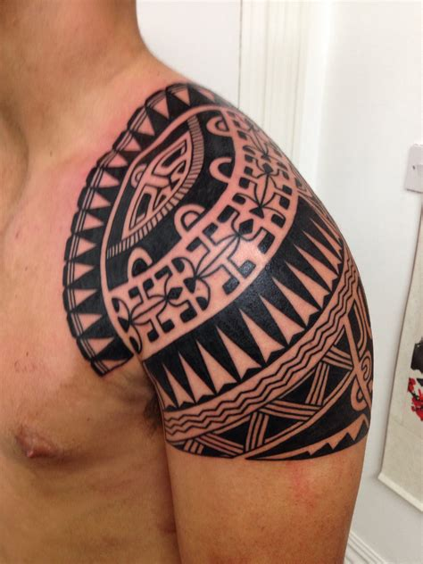polynesian shoulder tattoo polynesian shoulder cap higgins