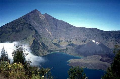 Kaos Gunung Rinjani Lombok 1 from the crater ridge in the highlands of gunung rinjani lombok