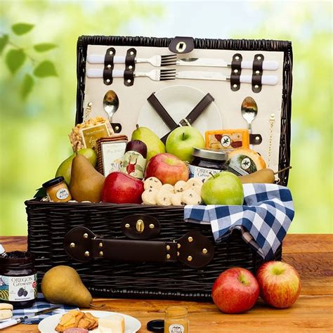 picnic basket ideas best 25 picnic gift basket ideas on bridal shower gifts creative wedding gifts and