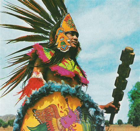 Imagenes Delos Aztecas | joven mexicano con el antiguo traje azteca los aztecas