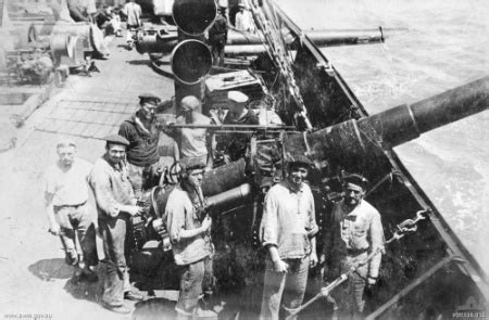 disadvantages of u boats in ww1 commerce raiding cruiser rules vs unrestricted warfare