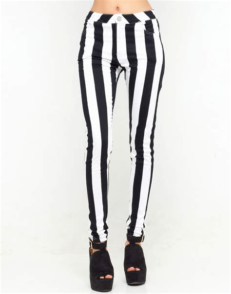 Hardeto Stripe Black N White black n white stripe progress