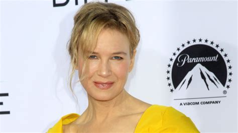 renee zellweger judy garland singing first look at renee zellweger s transformation into judy