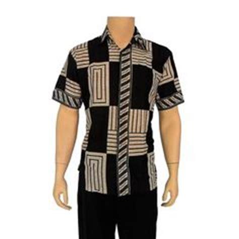 Bridge Pin Warna Krem Murah model kemeja batik pria lengan pendek warna hitam kombinasi krem bahan dari katun hanya 65 000