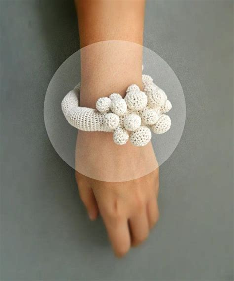 Cream Crochet bracelet inspired by corals by LidaAccessories, $49.00   a TEjiDOS   Pinterest