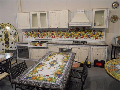 cucinare con la pietra lavica cucina in pietra lavica caltagirone catania