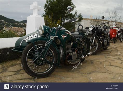 Motorräder Mit Beiwagen Oldtimer by Vintage Bike And Sidecar Stockfotos Vintage Bike And