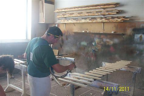 Holz Zum Lackieren Vorbereiten by Lackieren In Der Tischlerei Bacher