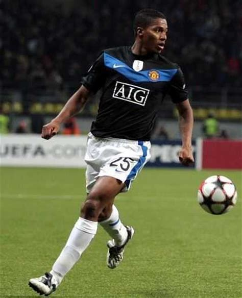 top fastest soccer players top 10 fastest football players in the world