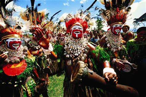 In Papua New Guinea Dodwell papoea nieuw guinea the land of the oceanic expeditions