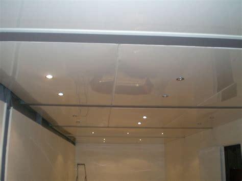 plafond pvc cuisine poser un faux plafond en pvc gallery of pose faux plafond