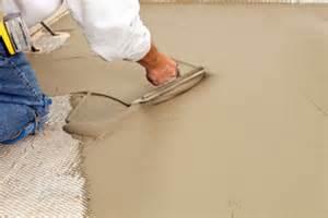 ausgleichsmasse fußboden selbstnivellierende ausgleichsmasse auftragen so gehen